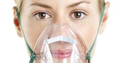 El sitio explica los diferentes tratamientos a la hora de lidiar con la intoxicación. Si la persona sufre cefalea o síntomas menores, se coloca oxígeno en una alta dosis, mediante una máscara nasal con reservorio, y se deja que el paciente se vaya recuperando solo.