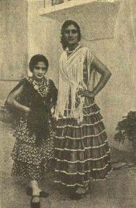 Carmen Amaya ha sido la bailaora más universal que ha dado el flamenco. Nació en Barcelona, probablemente en 1918. Los inicios profesionales de Carmen Amaya. De los años 20 a la Guerra Civil. Se tr...