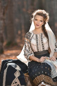 Romanian traditional costumes Part 1 Port national – Romania Dacia Traditional Fashion, Traditional Dresses, Vietnam Costume, Authentic Costumes, European Girls, Medieval Fashion, Folk Costume, Historical Costume, Dress Collection