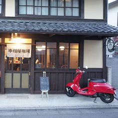 先月のこと。イノダコーヒ出身の店主が実家をリノベーションした町家カフェ。 Cafe Shop, Cafe Bar, Cafe Restaurant, Japanese Architecture, Historical Architecture, Signage Design, Cafe Design, Retro Cafe, Curtain Designs