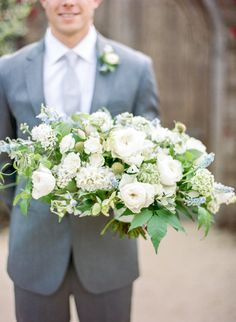 A classic wedding inspiration filled with beautiful blue details, hanging floral installations, and endless beauty. Classic Wedding Inspiration, Wedding Flower Inspiration, Bridesmaid Bouquet, Wedding Bouquets, Natural Wedding Decor, Something Blue Wedding, Spring Bouquet, White Wedding Flowers, Ring Verlobung