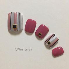 いいね!273件、コメント5件 ― YUKI nail designさん(@yuki.nail.design)のInstagramアカウント: 「. ストライプ♡ 使用カラー▶︎▷@nailparfaitgel 75ニュアジュ•W3クリアホワイト•A2アートブラック  ABPOLISH Da-06M maogel202…」