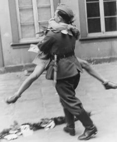 worldwartwo.filminspector.comwrites:There are thousands upon thousands of joyful pictures of the liberation of France in 1944. But among the cheering ima