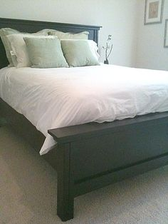 http://www.bkgfactory.com/category/Queen-Bed-Frame/ DIY headboard and bed frame!