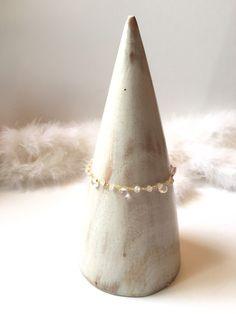 Bracelet en quartz rose et métal doré, très fin et élégant idéal mariée, cérémonie, cadeau