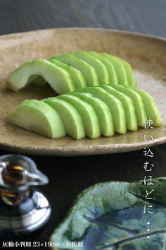 灰釉の風景が白瓜の緑によく似合います。   【和食器ブログ】和食器の愉しみ 工芸店ようび Ethnic Recipes, Food, Essen, Meals, Yemek, Eten