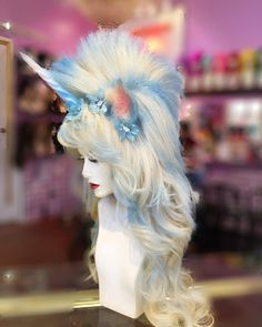 This wig but with feathers for the Mohawk for a princess unicorn. Beautiful Unicorn, Magical Unicorn, Unicorn Head, Unicorn Party, Cosplay Diy, Cosplay Costumes, Headdress, Headpiece, Halloween Makeup