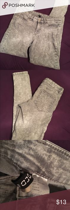 Skinny H & M Black Acid Wash Jeans Size 6 Fitted but with stretch H & M Divided Size 6 H&M Jeans Skinny