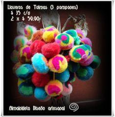Ventas de Tulmas y LLaveros de tulmas por unidad o por docena ! Consulta precios x mayor. Variedad de colores en lana de llama.