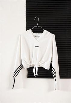 white adidas crop sport sweatshirt from HOMEGIRL - Sale! Shot at Stylizio fo Active Wear For Women, Women Wear, Mode Adidas, Sport Outfits, Cute Outfits, Sport Fashion, Womens Fashion, Sports Sweatshirts, Adidas Outfit