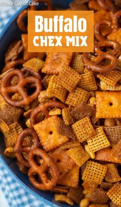 This Tangy Buffalo Chex Mix will be your new favorite snack! It's spicy and sweet and every bite is exploding with flavor! Snack Mix Recipes, Appetizer Recipes, Cooking Recipes, Appetizers, Snack Mixes, Tailgating Recipes, Tailgate Food, Buffalo Chex Mix Recipe, Spicy Chex Mix Recipe