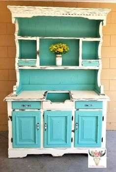 Lea Nicole Saunders gave this piece a makeover with Buttercream andThe Gulf