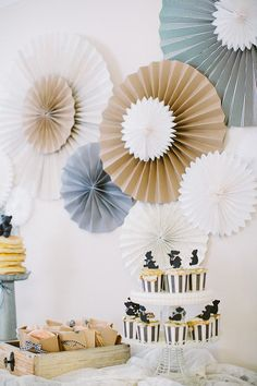 Beautiful teddy bear baby blue boy s first birthday party from the white library frosted for Deco kamer baby boy idee