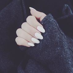 #Inspiration of the day: White #nails are perfect to add some contrast to black/grey #winter outfits! #flawser #beauty