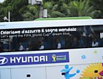 """Seleção Italiana no Brasil, slogan: """"Vamos pintar o sonho da Copa do Mundo de azul""""."""