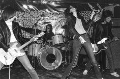Ramones.onstage.jpg (1484×976)
