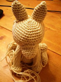 Novice Sandy on Knitting Paradise found this absolutely adorable pattern for an Amigurumi Yorkie . The only problem is the pat. Crochet Dragon Pattern, Crochet Giraffe Pattern, Crochet Dog Patterns, Animal Knitting Patterns, Stuffed Animal Patterns, Amigurumi Patterns, Diy Crochet Amigurumi, Crochet Dolls, Amigurumi Tutorial