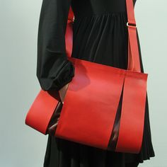 Split Red Bag by Maria Hees: High fashion leather shoulder bag with a front fold for your cell. Handmade in Holland.