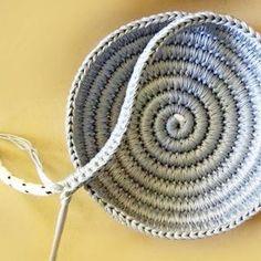 Almost a yin yang dish crochetaddict crochetlove instacrochet by patterns by goolgool Diy Crochet Basket, Crochet Bowl, Crochet Basket Pattern, Crochet Motifs, Knit Or Crochet, Crochet Crafts, Crochet Projects, Crochet Patterns, Diy Crafts