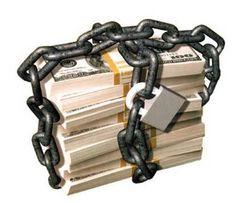 Si debes dinero a alguna empresa asociada con los ficheros de morosidad, o listas de morosos como ASNEF-EQUIFAX y EXPERIAN-BADEXCUG, corres el riesgo de que la incluyan en sus registros.