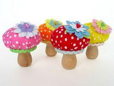 Kreasi jamur lucu dari kain polkadot