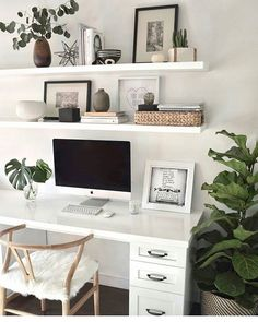 A minimal, Scandi-style home office with a white desk and chairs. (Modern decor house interior design, modern decor inspiration, modern décor office, minimalist home office desk inspiration. Cozy Home Office, Home Office Space, Home Office Desks, Apartment Office, Office In Bedroom Ideas, At Home Office Ideas, Office Inspo, Home Office White Desk, White Desk Bedroom