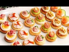 Very easy and cheap Christmas canapés Christmas Canapes, Appetizer Recipes, Appetizers, Cheap Christmas, Party Snacks, Flan, Mini Cupcakes, Catering, Yummy Food