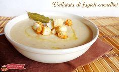 La vellutata di fagioli cannellini è una zuppa saporita e davvero veloce da preparare. Ricetta vellutata di fagioli light ma gustosa con fagioli precotti.