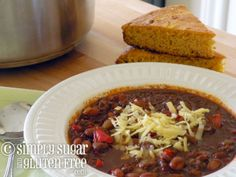 Spicy 'n Sweet Turkey Pinto Bean Chili (gluten-free + dairy-free + sugar-free = SCORE! Dairy Free Thanksgiving Recipes, Dairy Free Recipes, Thanksgiving Leftovers, Chili And Cornbread, Skillet Cornbread, Leftovers Recipes, Turkey Recipes, Chili Recipes, Slow Cooker Recipes