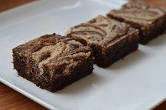 Paleo brownies met kokos swirl Healthy Sugar, Healthy Sweets, Healthy Baking, Cake Recept, Paleo Brownies, Happy Foods, Sugar Free Recipes, No Bake Cookies, Diabetic Recipes