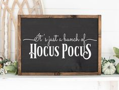 It's Just a Bunch of Hocus Pocus Halloween Sign. Fall Chalkboard, Halloween Chalkboard, Halloween Wood Signs, Fall Wood Signs, Rustic Wood Signs, Fall Signs, Wooden Signs, Hocus Pocus Halloween Decor, Cute Halloween