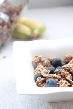 Cuisine raw : supergranola à la banane, mulberries et graines de chanvre
