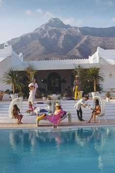 """I love Los Angeles. It reinvents itself every two days. Los Angeles, from Man of the World Magazine, Passport Issue 7 Photo: Slim Aarons. Infinity Pools, Palm Springs Mid Century Modern, Parfum Rose, Palm Springs Style, Malibu, Menorca, Bungalows, Photos, Luxury Houses"