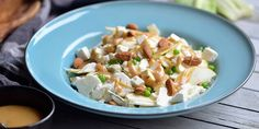 Blomkålssalat med sennepsdressing Frisk, Feta, Potato Salad, Side Dishes, Veggies, Potatoes, Cheese, Dinner, Ethnic Recipes