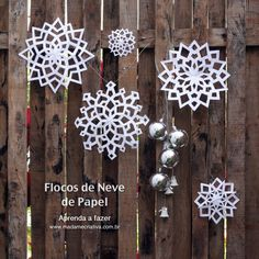 How to make paper snowflakes - Step by step with pictures - How make paper snowflakes - DIY tutorial - Madame Creative - website is in Portuguese, if you use Google Chrome, you can automatically have it translate - any site - to English, which I did, so you can see what this is about.