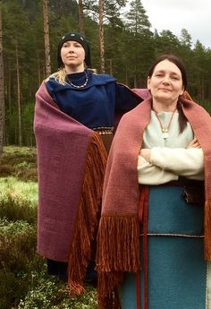 Kaarinan viitan uudet värit / New colours of Kaarina shawl Iron Age, Historical Costume, Historical Clothing, Larp, Viking Age, Color Shapes, Haute Couture Fashion, Piece Of Clothing, Traditional Outfits