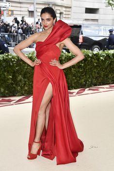 Ahead of the 2019 Met Gala, look back at most fabulous looks, from Rihanna to Amal Clooney Celebrity Red Carpet, Celebrity Look, Celebrity Dresses, Amal Clooney, Gareth Pugh, Donatella Versace, Deepika Padukone, Bollywood Fashion, Bollywood Actress