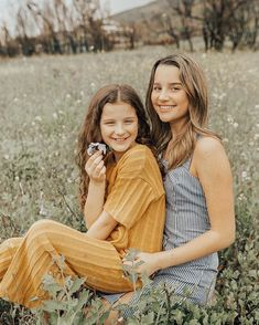 Hayley and Annie LeBlanc ❤ Julianna Grace Leblanc, Hayley Leblanc, Annie Grace, Annie Lablanc, School Looks, Annie Leblanc Outfits, Annie And Hayden, Sisters Goals, Bff
