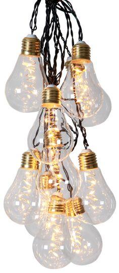 Pærerne er af glas med en messingsokkel. Transformator. Lyskæden er i alt 8,6 meter med 5 meter til første pære. 10 LED pærer i varmt hvidt skær.