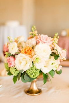 This floral centerpiece from R Love Floral & Events is so simple and beautiful! Captured by Kylie Crump Events #bridesofnorthtx #wedding #centerpiece