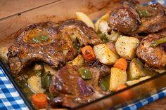 Χοιρινές μπριζόλες με λαχανικά στο φούρνο Pork Recipes, Cooking Recipes, Pot Roast, Steak, Chicken, Ethnic Recipes, Food, Inspired, Carne Asada