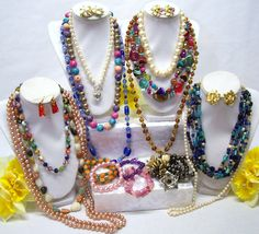 QUALITY JEWELRY LOT - MOSTLY GLASS AND SEMI PRECIOUS STONE BEADS !!