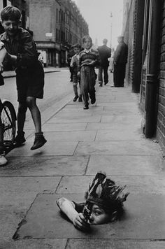 London, 1954 (by Thurston Hopkins) pic.twitter.com/OJt4mYcoNS