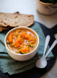 This recipe for Chunky Vegetable Soup is absolutely guilt free and wholesome, vegan-friendly and low carb. Chunky Vegetable Soup, Vegetable Soup Recipes, Vegan Soup, Healthy Soup, Healthy Family Meals, Frozen Vegetables, Batch Cooking, Side Salad, Soup And Salad