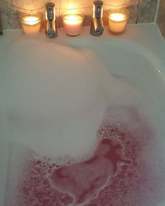 Bubbles! #lushcosmetics #bath #bubblebar #bath #bubbles #pink #lbloggers #bbloggers #beautybloggers #candles #ponkclouds