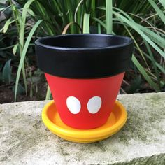 Flower Pot Art, Flower Pot Design, Flower Pot Crafts, Clay Pot Crafts, Painted Plant Pots, Painted Flower Pots, Clay Pot People, Decorated Flower Pots, Garden Crafts