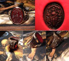 Ultima creazione. Chevaliere in oro con gambo ornato a mano e incisione su corniola