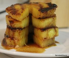 Grilled Pineapple with Brown Sugar Cinnamon Glaze - sprinkles and sauce - quick and easy dessert ! Primal Recipes, Sugar Free Recipes, Cinnamon Glaze Recipe, Easy Desserts, Dessert Recipes, Fruit Pizza Bar, Paleo On The Go, Pineapple Recipes, Good Food