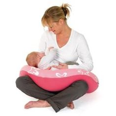 Doomoo Buddy is a large multi-use cushion for both baby and parents. Thanks to it's shape, softness and flexibility the body is able to let go and completely relax. The mother-to-be is guaranteed total, unrivalled comfort during pregnancy as well during in breast or bottle feeding, and, what is more, the baby will be wonderfully comfortable in different positions.
