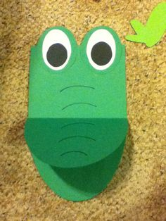 This alligator has a mouth that opens up so students can write facts about reptiles or alligators!  It is part of a set of 5 animals that teach about the 5 classes of animals.
